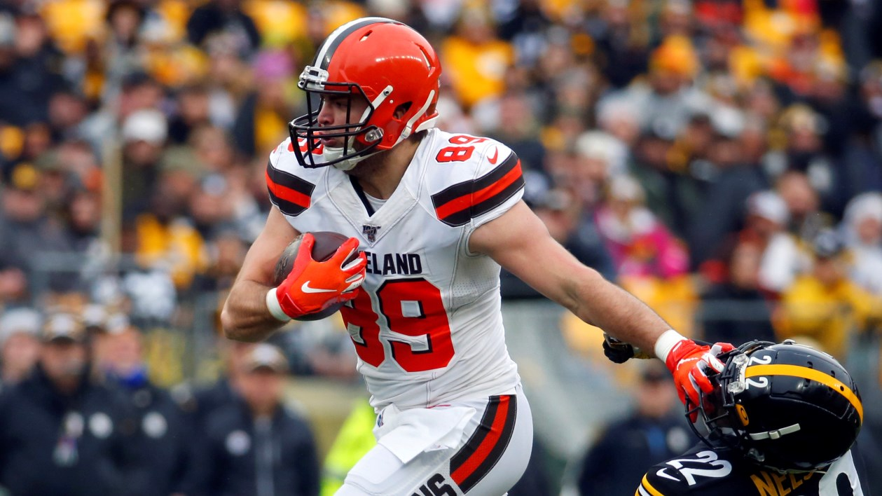 Stephen Carlson pushes away a defender as he runs with the ball for the Cleveland Browns against the Pittsburgh Steelers during the 2019 season.